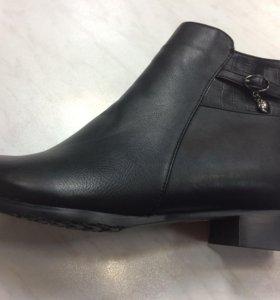 Продаю зимние женские ботинки большой размер
