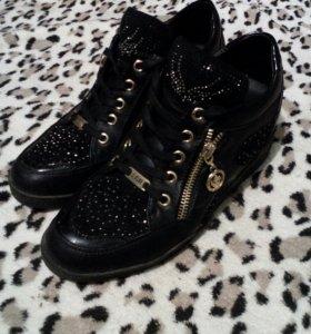 Ботинки ( сникерсы )