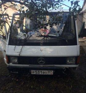 Mercedes-Benz MB100D