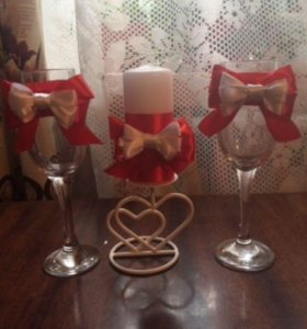 Свадебные бокалы и свеча