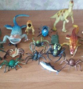 Игрушки 20шт. динозавры и пауки