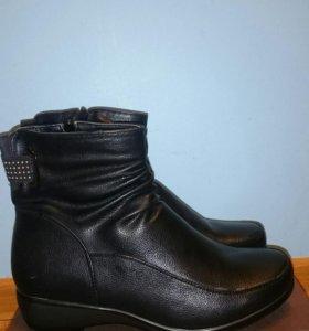 Новые женские ботинки 40