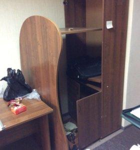 Стол и шкаф офисные