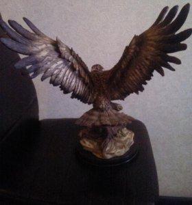 Статуэтка из искуственного камня орел