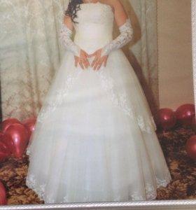 Очень красивое свадебное платье.