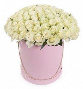 101 белая роза, композиция в шляпной коробке