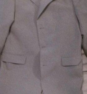 Срогий костюм