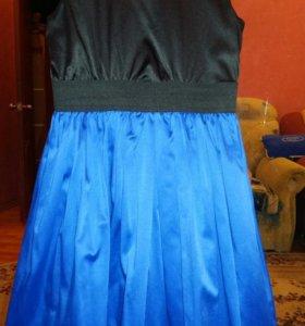 Платья и костюм.