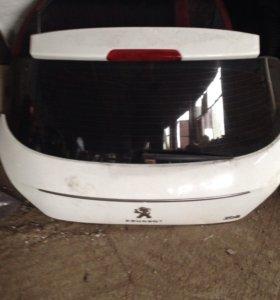 Дверь багажника Peugeot 308