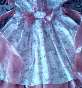 Платье на девочку 6 -7 лет