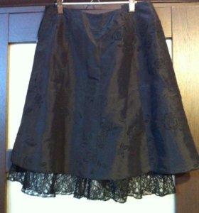 Чёрная юбка до колен