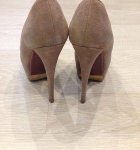 Женские туфли.