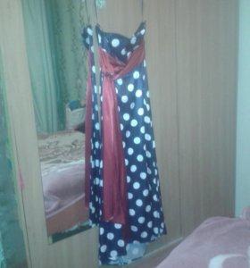 Очень красивое платье со шлейфом
