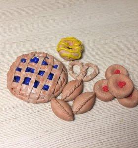 Фигурки различной выпечки из полимерной глины