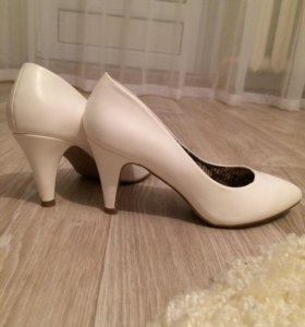Белые туфельки ☺️
