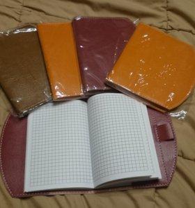 Разноцветные блокноты в обложке