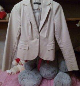 Пиджак бежевый