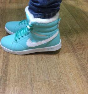 Женские высокие кроссовки новые Nike