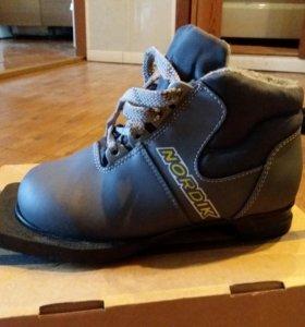 Лыжные ботинки,новые