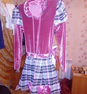 Бархатное платье с атласной лентой