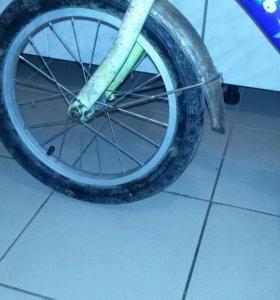 Старый детский велосипед