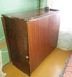 Продается стол