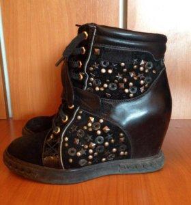 Женские ботинки 36 размер