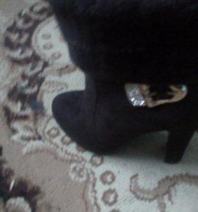 Замшевые ботинки на каблуках