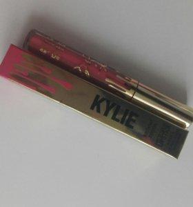 Матовая помада от Kylie Jenner