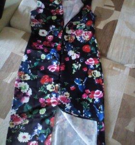 Платье черное в цветочек