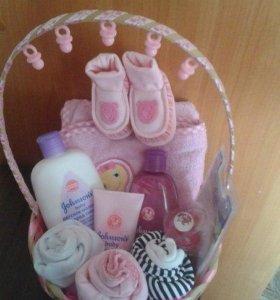 Тортики и корзинки на выписку новорожденным