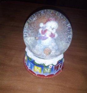 Новогодняя фигурка с водяным шаром