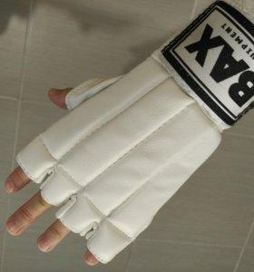 Перчатки для бокса, каратэ и т.п.