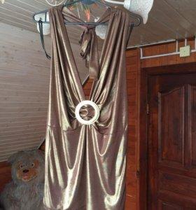 Золотистое платье с декольте и открытой спиной