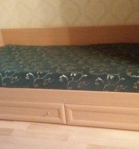 Кровать с выдвижными ящиками для белья