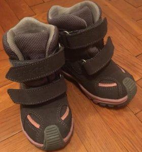 Зимние мембранные ботинки Бартек новые