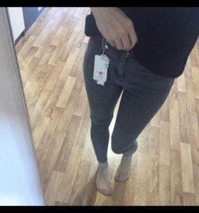 Новые джинсы .