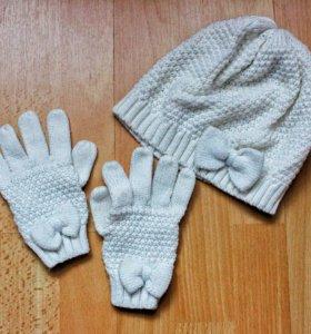 Белая шапка с перчатками