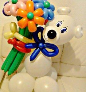 Мишка с цветами из шаров