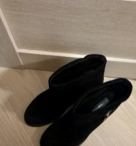 Ботиночки осенние, замшевые carlo pazolini, 39 р-р