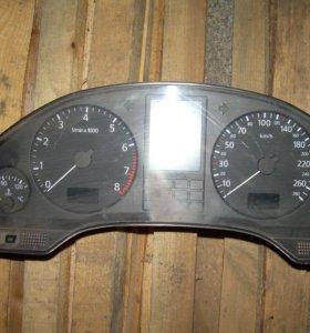 панель приборов Audi A8