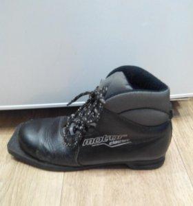 Коньки; лыжные ботинки