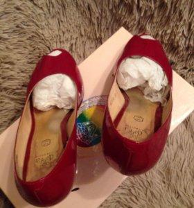 Бордовые лакированные туфли