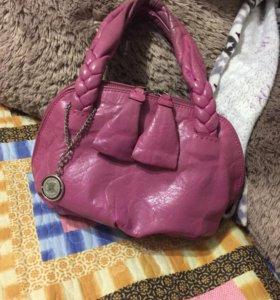 Продам кожаную сумочку 89228365789