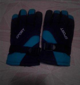 Перчатки спортивные