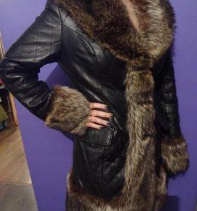 Зимнее пальто из натуральной кожи.