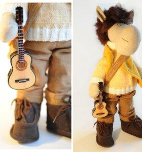интерьерная портретная кукла очкарик, гитарист