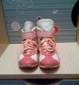 Ботинки для девочки 31 размер.