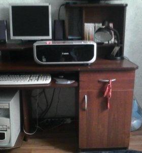 Стол, компьютер, принтер