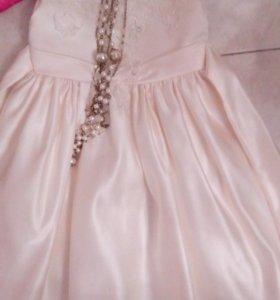 Белое сатиновое с-шелком праздничное платье